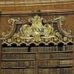 Römische Zahlen an den Bücherschränken